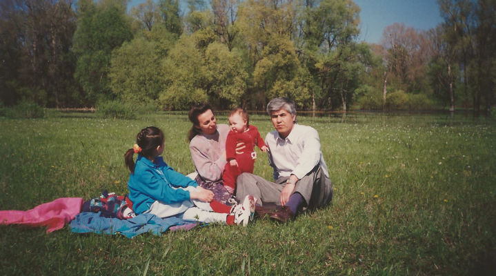 208376_Muhammad_Bekzhanov_with_his_family_